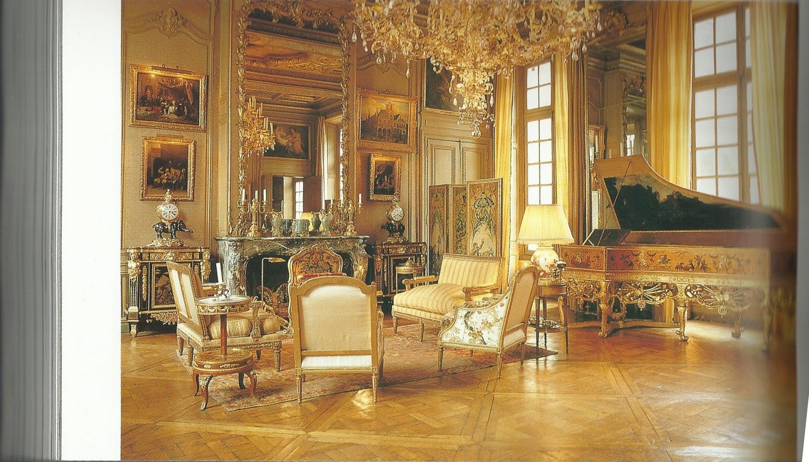Home sweet home louis xiv for Pareti salone