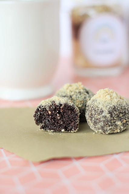 Pralinenmischung im Glas: Kakao-Bällchen