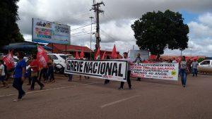 Várias categorias paralisaram as atividades nesta segunda-feira (19) em um ato contra a reforma da previdência, do Governo Federal, em Porto Velho e no interior de Rondônia.