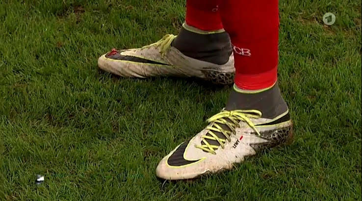 new concept 95ea6 c9f2b Lewandowski Scored with a Hole in His Hypervenom Boot ...