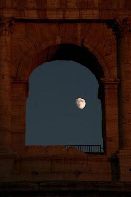 foto colosseo luna