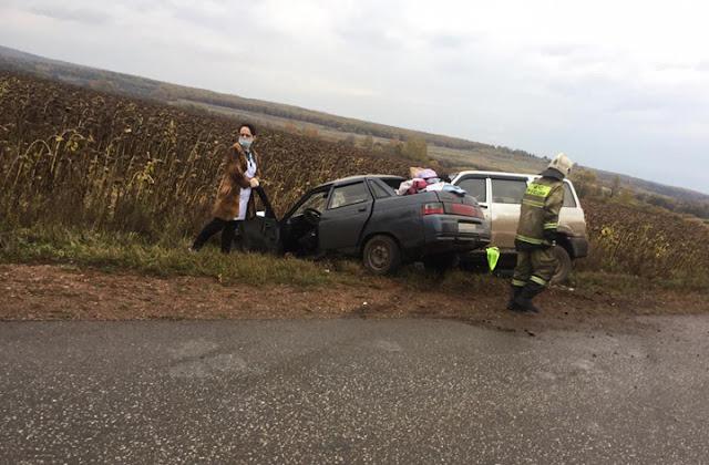 30-летняя женщина за рулём «ВАЗ-2110» столкнулась со встречным УАЗ «Patriot»