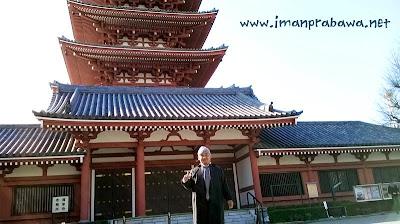 Foto Di Depan Kuil Asakusa
