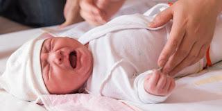 10 Penyebab Bayi Terlalu Sering Menangis
