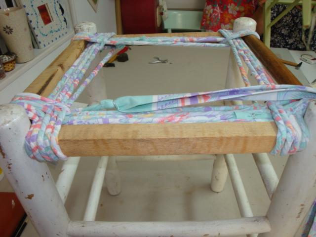 les nouvelles croix de symiote rempaillage de chaise en tissu. Black Bedroom Furniture Sets. Home Design Ideas