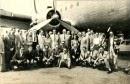 Héctor y su jazz en una gira delante del avión