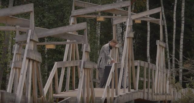Le dj et producteur russe Ka Fu démontre son talent avec un set live dans le parc de Nikola-Lenivets