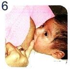Imagen de bebé con la teta en la boca
