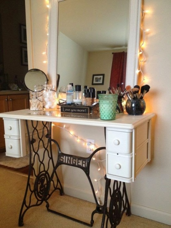 DIY-Sewing-Machine-as-Makeup-Vanity-Table 20 Unbelievable Make-up Self-importance Desk Concepts Interior