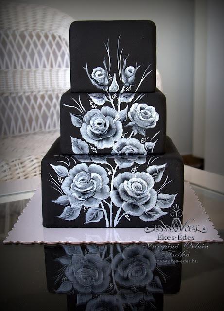 kézzel festett ezüst fekete rózsás torta
