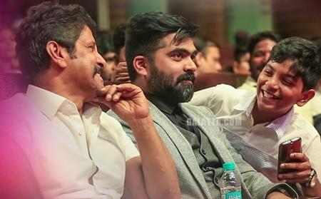 Chiyaan Vikram And STR, Cute Selfie Moment with Kid At Galatta Nakshatra Awards 2K18