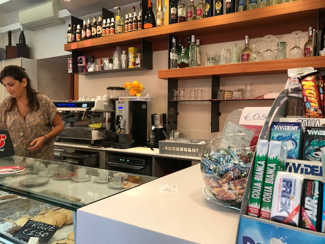 エスプレッソの回数券も販売しているミラノのカフェやさん