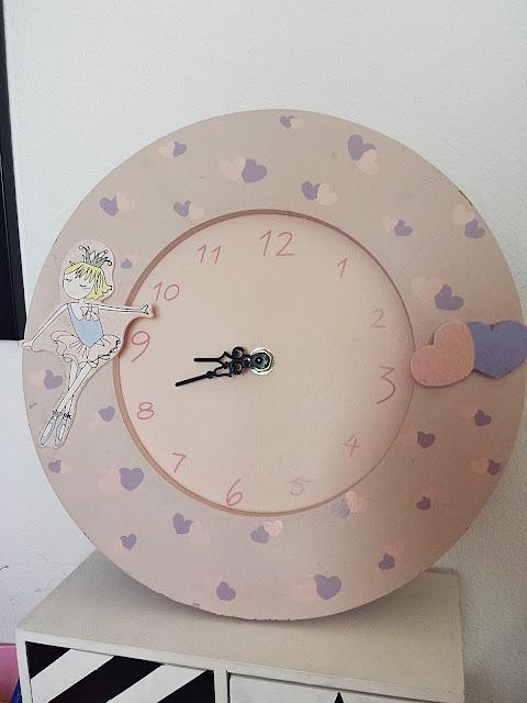 Zegar drewniany z baletnicą