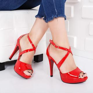 Sandale Giedre rosii cu toc si platgorma din piele lacuita