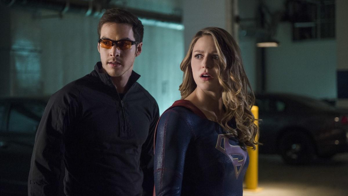 Supergirl y Mon-El en su primera misión