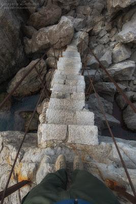 Скала Диво - ступеньки ведущие вниз. Симеиз