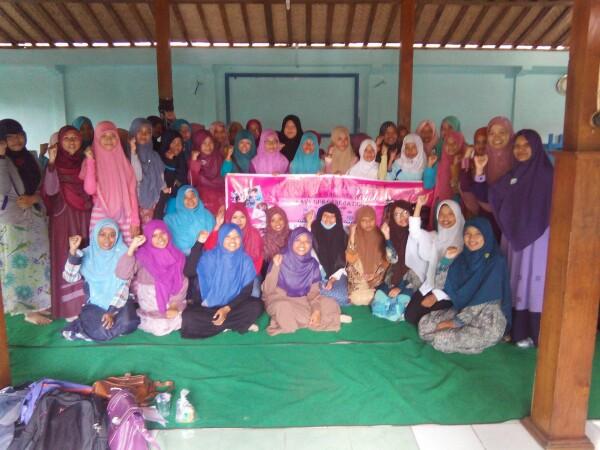 Tim Lajnah Dakwah Sekolah Muslimah Hizbut Tahrir Indonesia (MHTI) DPD II Sukoharjo