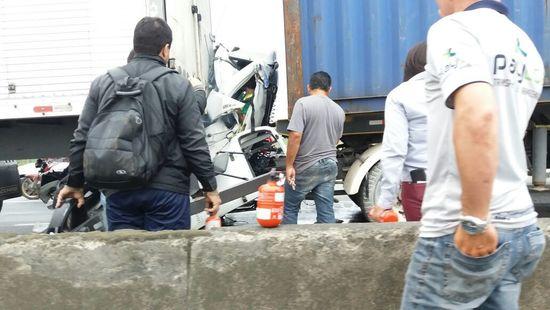 Acidente com caminhão na BR 101 em Itajaí