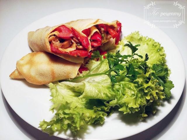 закуска из блинов с начинкой из мяса, паприки и сыра