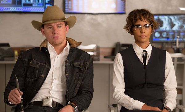 Agent Tequila (Channing Tatum) and Ginger (Halle Berry) in KINGSMAN: THE GOLDEN CIRCLE (2017)