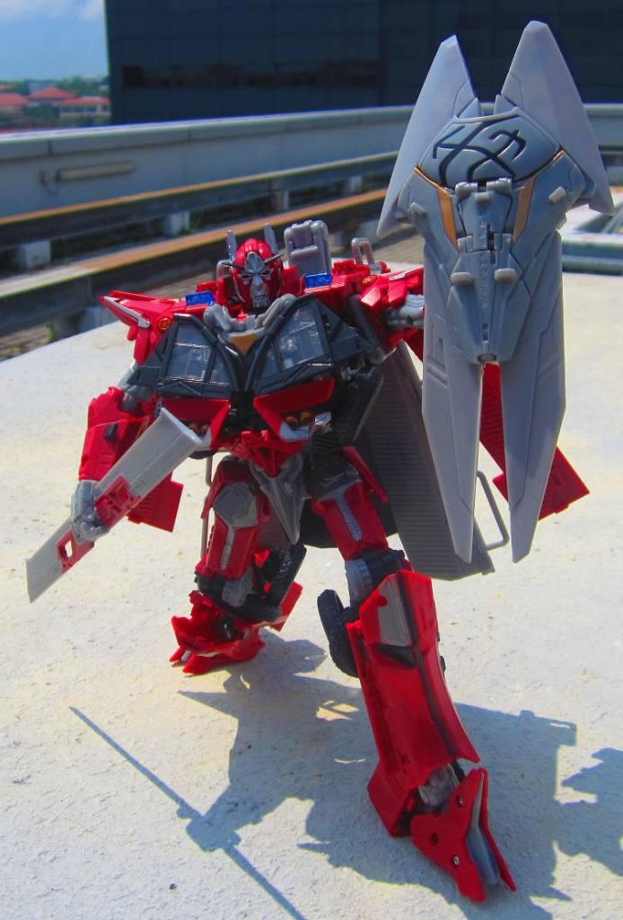 Yolo Park IIES 24 Cybertronian Optimus Prime