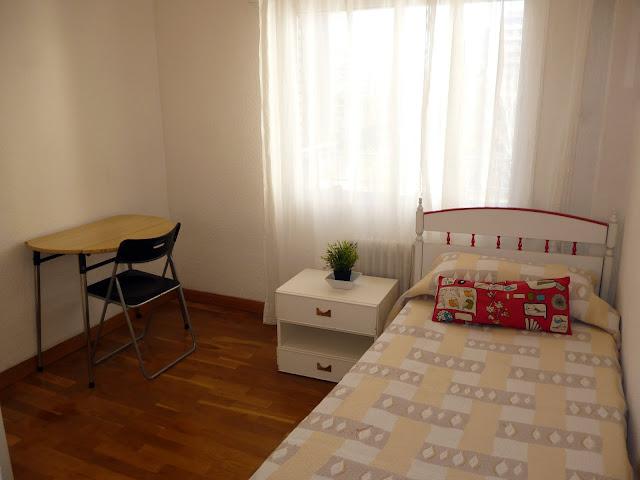 Otra habitación exterior con todas las comodidades.  Amplia habitación en alquiler Alcorcón. Parque de Lisboa. Madrid