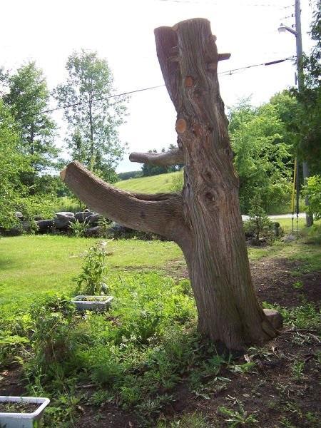 Декор из старого дерева в саду