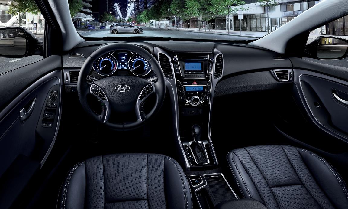 i30 interior Το νέο Hyundai i30 πιο όμορφο και με επτατάχυτο κιβώτιο διπλού συμπλέκτη Hyundai, Hyundai i30