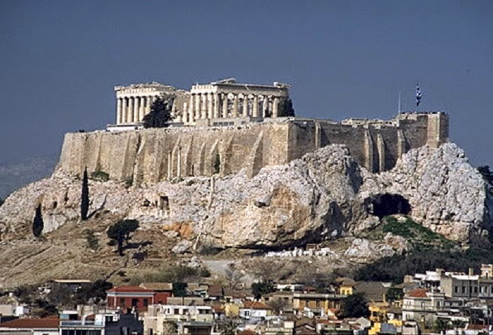Falling rocks from the Acropolis raise alarm bells