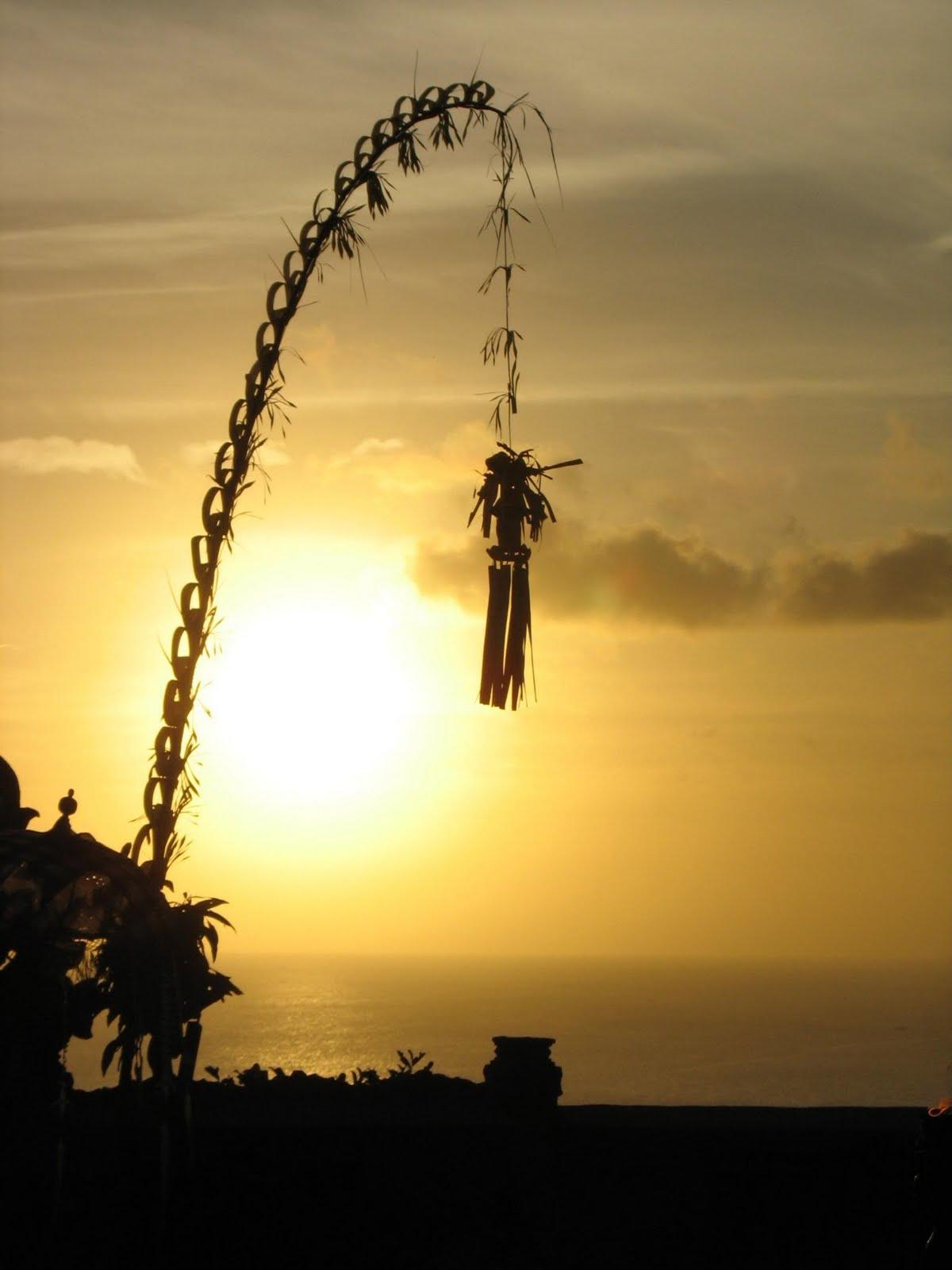 UMAT HINDU ---> SEJARAH HARI RAYA GALUNGAN DAN KUNINGAN