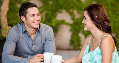 Bahasa Tubuh Pria saat Jatuh Cinta pada Wanita