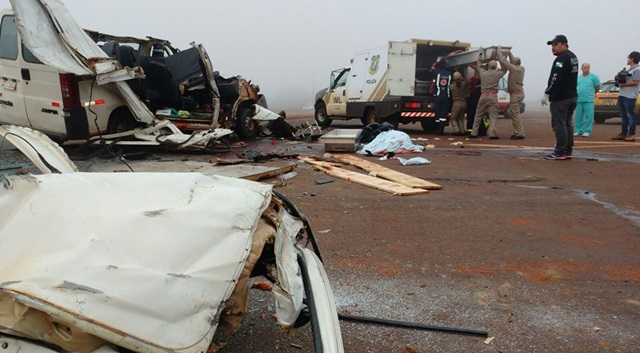 Acidente com Van mata cinco pessoas e deixa outras várias feridas