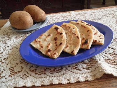 Aloo  Paratha Recipe @ treatntrick.blogspot.com