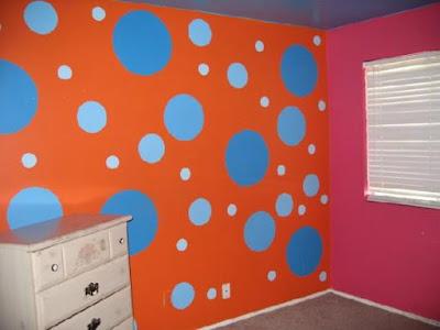 cat dekoratif motif polka dots