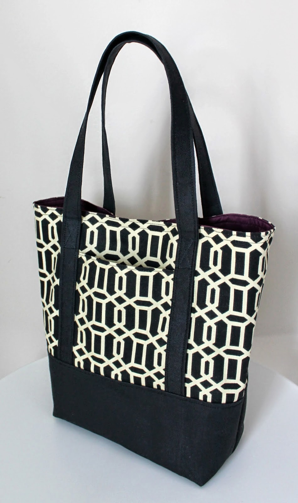 http://theinspiredwren.blogspot.com/2014/04/tutorial-lined-canvas-tote.html