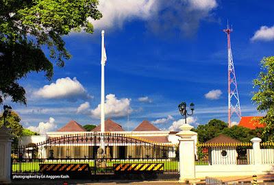 Gedung Agung Yogyakarta, salah satu bangunan sejarah di Yogyakarta.