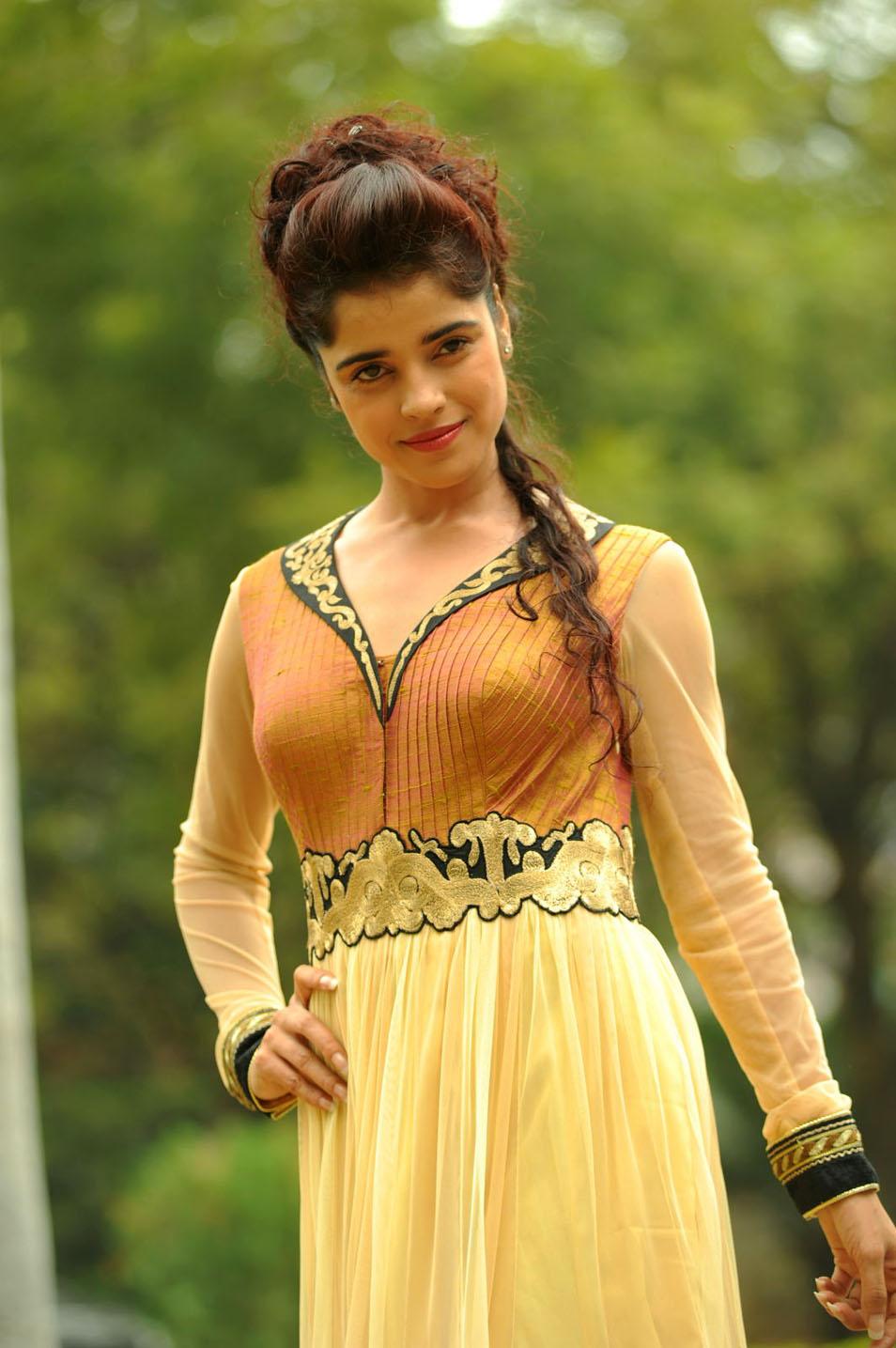 hot charming sexy Piaa bajpai photo stills