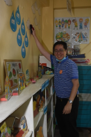 Citi consumer business risk management head Erwin Wiriadi at the Ninoy Aquino Elementary School in Malabon