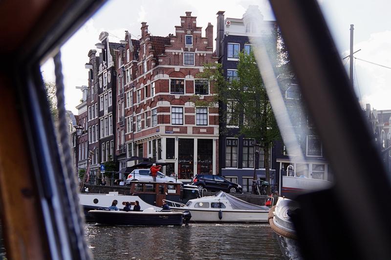 Amsterdam - Meine 11 liebsten Aktivitäten und Tipps: Eine Grachtenrundfahrt machen!