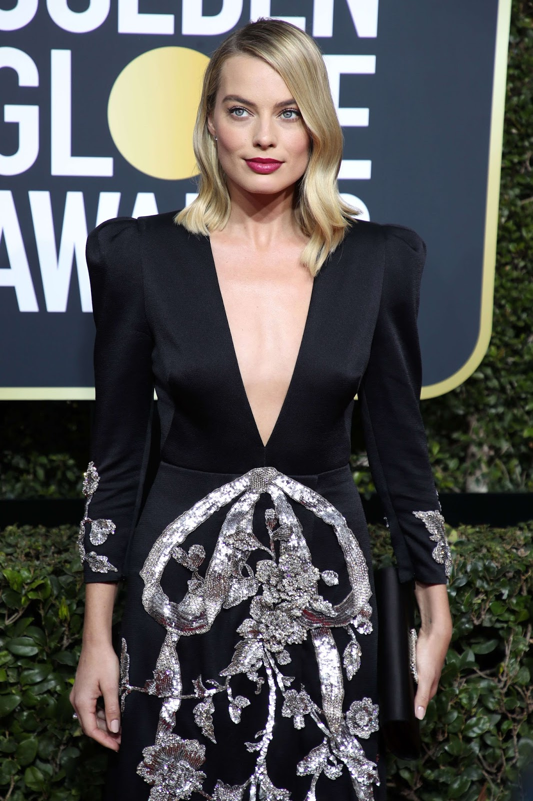 Margot Robbie Dress on the Red Carpet at Golden Globe Awards