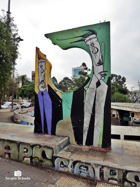 Close-up do Monumento a Thomas Edison - Cerqueira César - São Paulo