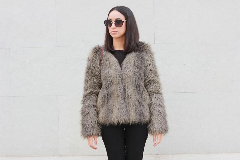 Look casual con abrigo de pelo