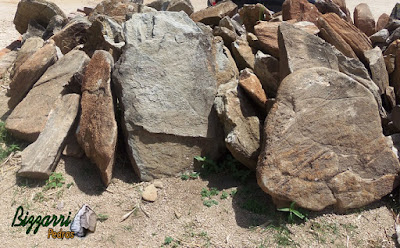 Pedra para cascata de pedra na piscina, tipo chapa de pedra moledo.