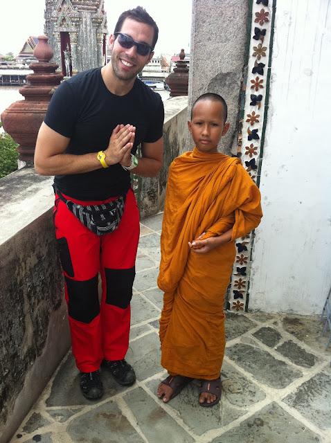 Antonio con un encantador joven monje