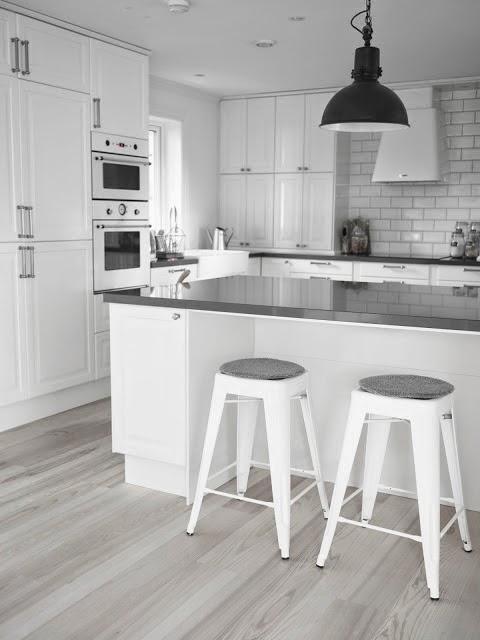 Una Cocina Blanca Y Gris Con Office Nordico Boho Deco Chic