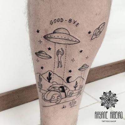 Tatuagem traço fino alienígina