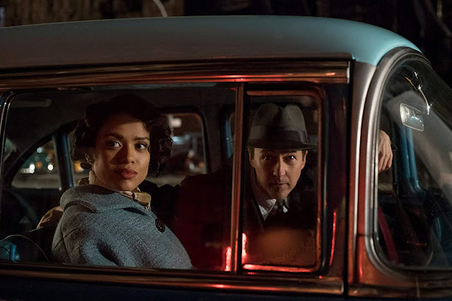 "Edward Norton investiga assassinato no trailer de ""Brooklyn - Sem Pai Nem Mãe"""