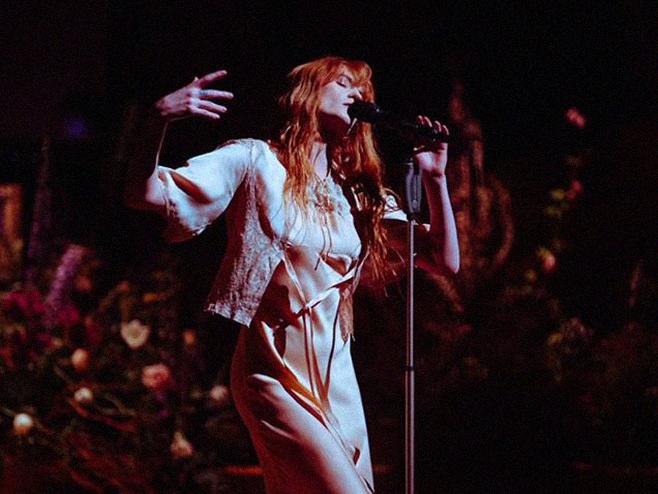 Florence + The Machine mostra vídeo ao vivo para a faixa 'South London Forever'