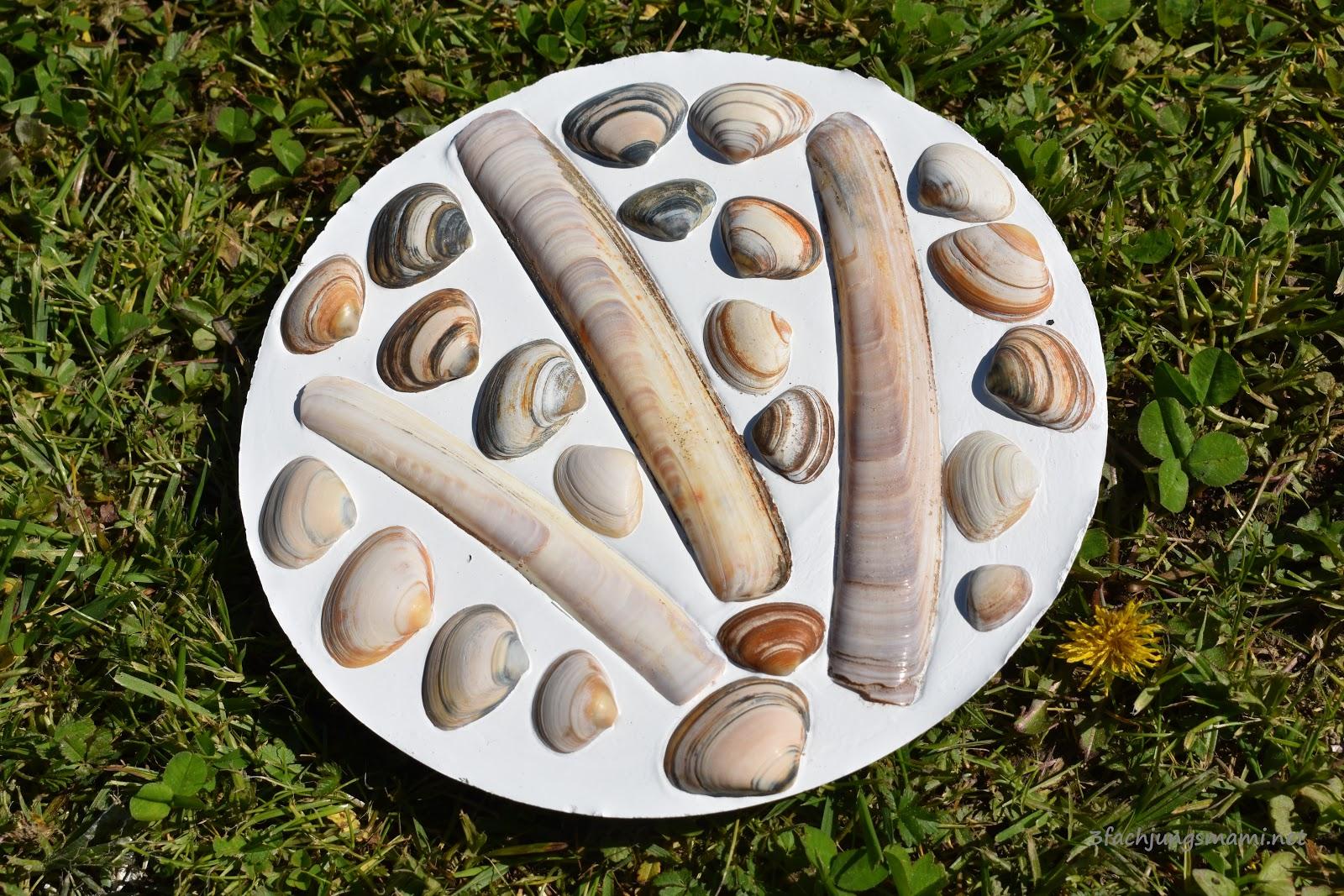 Gut bekannt Basteln mit Muscheln - DIY Dekoplatten für den Garten GR32