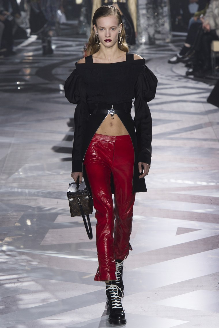 Fashion runway louis vuitton fall winter 2016 2017 ready to wear
